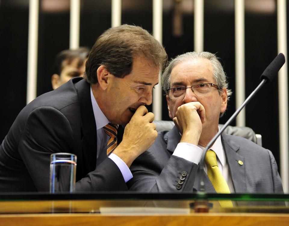 """Paulinho da jás defende uma """"anistia"""" para Cunha, pelos sxerviços prestados.....no impeachment..... Força"""