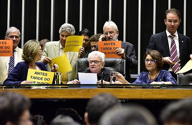 Plenário da Câmara diante do afastamento de Cunha. Foto Zeca Ribeiro / Câmara dos Deputados