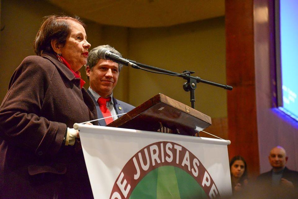 Anita Freire e Paulo Teixeira no lançamento do livro que virou ato Fora Temer, na Casa de Portugal.. Foto reprodução