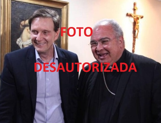 """Dom Orani logo desautorizou o uso da foto ao lado do bispo licenciado da Universal no primeiro turno das eleiçõe. Mas depois o apoiou com telefonemas """"de madrugada"""""""