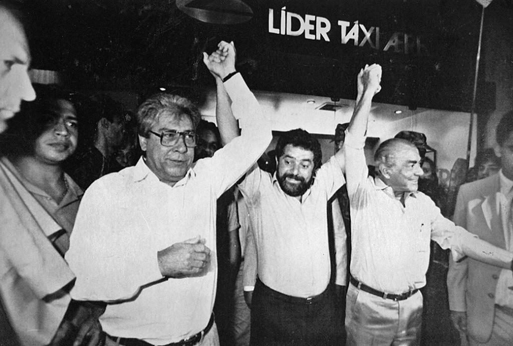 E, 1989, toda a acirrada disputa do primeiro turno entre Lula e Brizola, não impediu que a esquerda, unida - na foto também Mario Covas - unida enfrentasse o segundo turno. Na eleição deste domingo (02/10/2016, ) a situação é diferente.