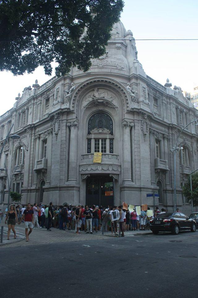 Foram várias manifestações do Ocupa DOPS,mas elas não motivaram os governantes  do Rio, mais interessados em tirar proveitos próprios das verbas pública. (Foto reprodução do Face Book).