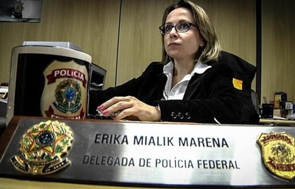 Após a volta de Moscardi para o prédio da superintendência do DPF no Paraná, a delegada Erika pediu transferência para Florianópolis. Coincidência?
