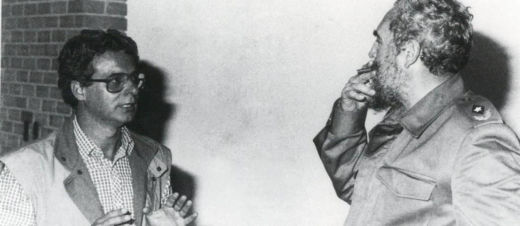 """Frei Betto e Fidel Castro, em 1985, cinco anos depois de se conhecerem pessoalmente. Reprodução do livro """"Fidel e a Religião"""", depoimento de Fidel a Frei Betto - Editora  Fontanar."""