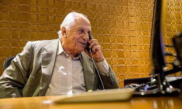 Cunha cobra informações de Temer com o advogado José Yunes, seu amigo pessoal, assessor na Presidência da República e uma daquelas figuras que atuam nos bastidores da política paulista