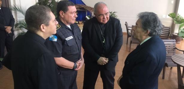 Dom Orani recebeu o comandante da PM, coronel Wolney, mas não deveria ser o governador Pezão a lhe pedir desculpas? Foto reprodução.