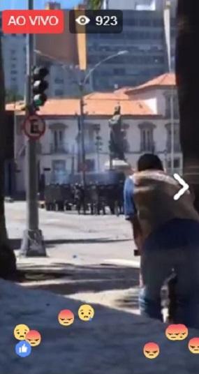 Policiais atacam manifestantes no Rio Reprodução do Mídia Ninja