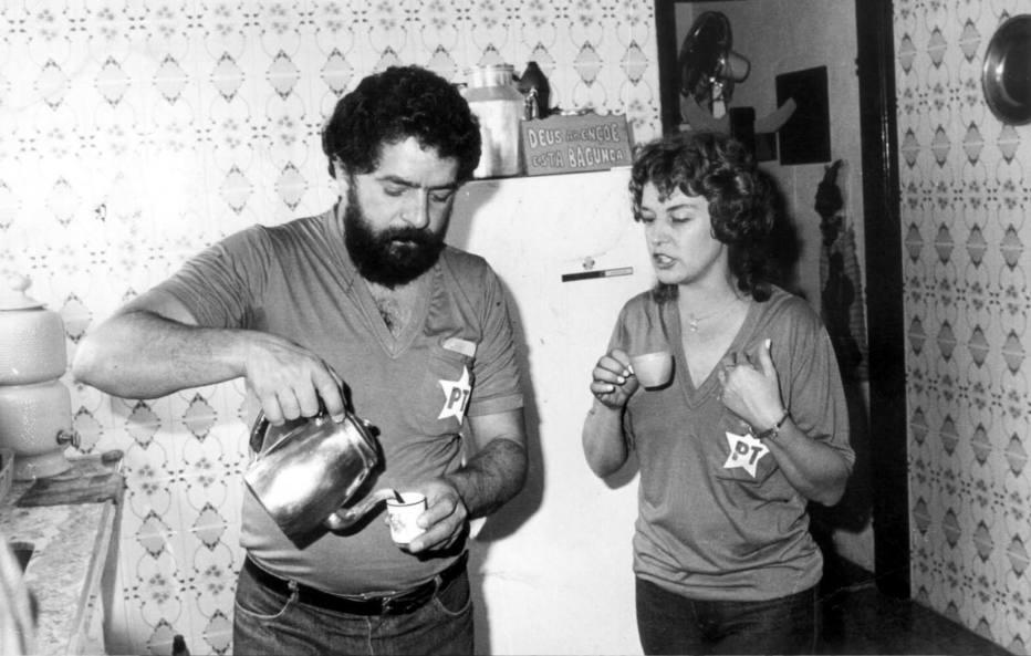 Marisa é a única pessoa que não se deixa enredar  pela lógica política do marido. Foto 1984