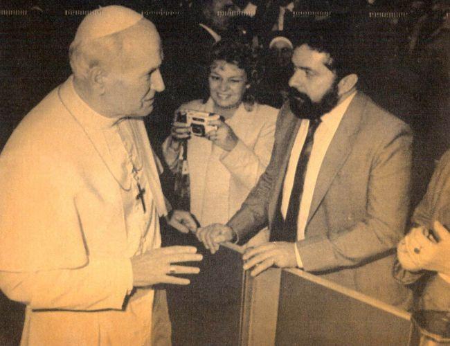 Em 1989, o casal com o Papa João Paulo II