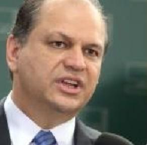 Hugo Leal (PSB-RJ) e Ricardo Barros (PP-PR) acabaram sozinhos na defesa da nomeação de Tania Cremonini. Fotos reprodução