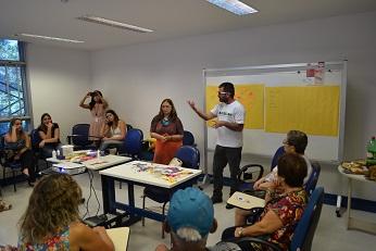 Paulo Garrido, vice-presidente da Asfoc-SN, participa de um debate com Tânia Araújo-Jorge na Associação dos Portadores da Doença de Chagas que ela ajudou a fundar (Foto Asfoc)