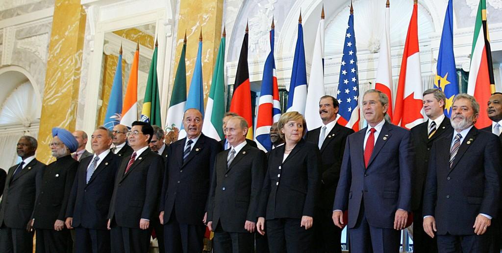 Lukla em São Petersburgo om lícderes do G8 17.07.2006