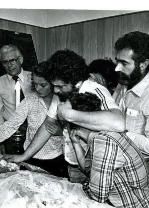 Marisa e Lula no enterro de dona Lindu, a mãe dele, 1980 Foto ariovaldo santos JB