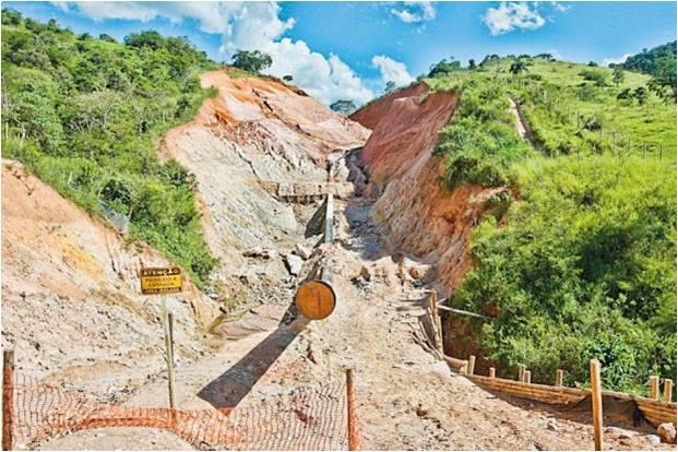 Impacto ambiental provocado pela exploração de bauxita, Foto reprodução da Internet (site: http://campanhapelasaguas.blogspot.com.br/)