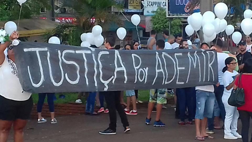Manifestação dos moradores de Foz do Iguaçu (PR) cobrando Justiça para a morte de Ademir Gonçalves. (reprodução Facebook)