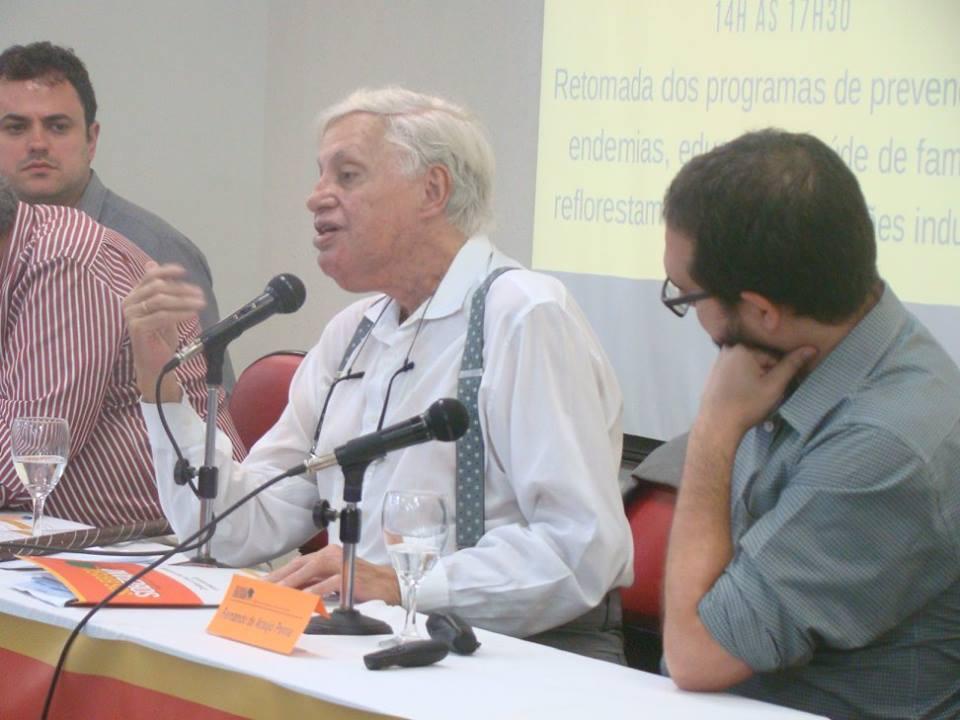 CarlosLessa apontou a construção civil como saída para a crise econômica.