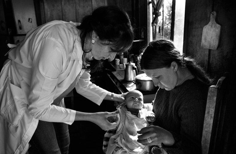 """""""Esta é a hora em que cada de nós é chamado a exercer a cidadania"""". Foto Araquem Alcântara , do livro Mais Médicos."""