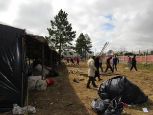17.05.11 desmonte do acampamento8