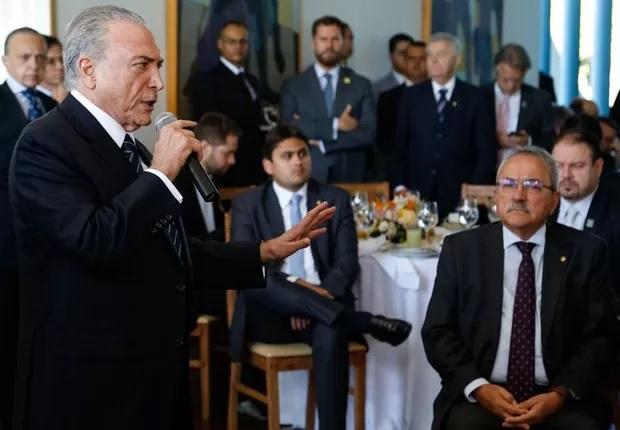 Atingido pela denúncia de Janot, Temer, na terça-feira (27/06) tomou café com a base aliada e prometeu resistir. Foto Marcos Corrêa/Agencia Brasil