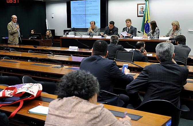 Na Audiência Pública da Comissão de Defesa do Consumidor, a questão da Bradesco Saúde, motivadora da reunião, foi esquecida. Foto: Lúcio Bernardo Junior/Câmara dos Deputados
