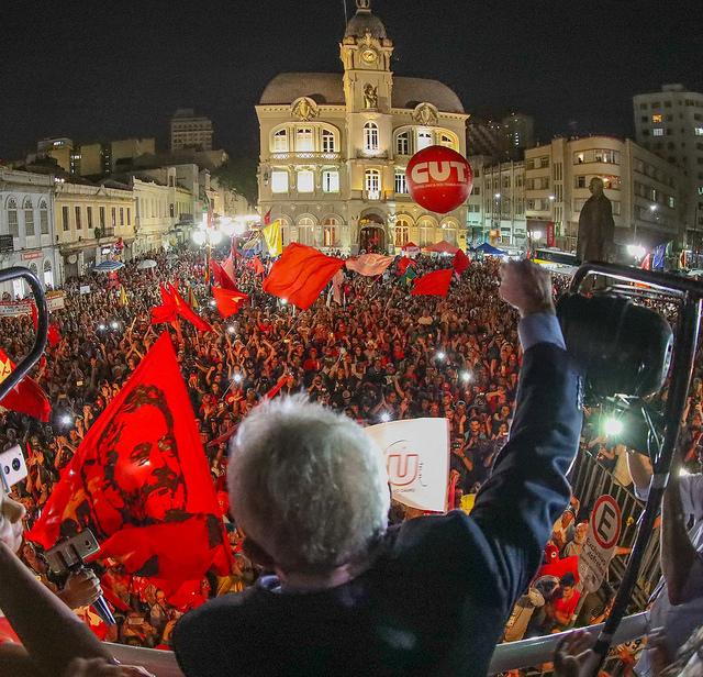 Lula discursa no Paço Municipal de Curitiba - Foto:  Ricardo Stuckert/Instituto Lula