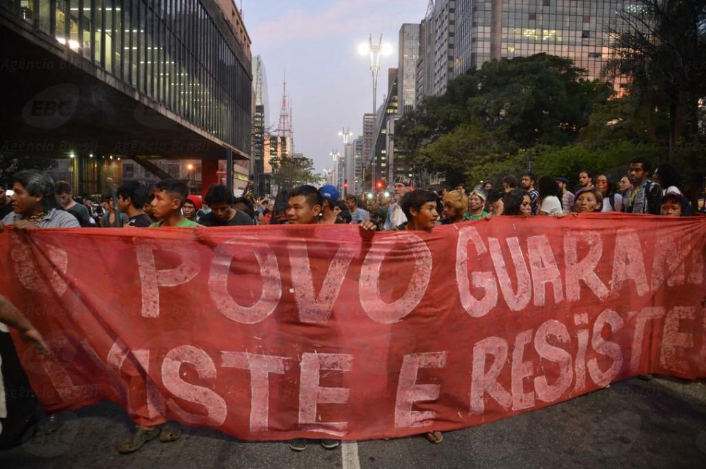 Os guaranis das Aldeias na Serra do Jaguaré (SP) ocuparam a Avenida Paulista e a representação da Presidência da República em São Paulo. (Foto: Daniel Mello/Repórter da Agência Brasil)