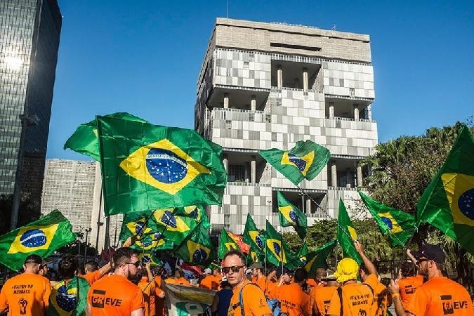 Apesar do COVID-19, Petrobras demite; TRT-ES barra.